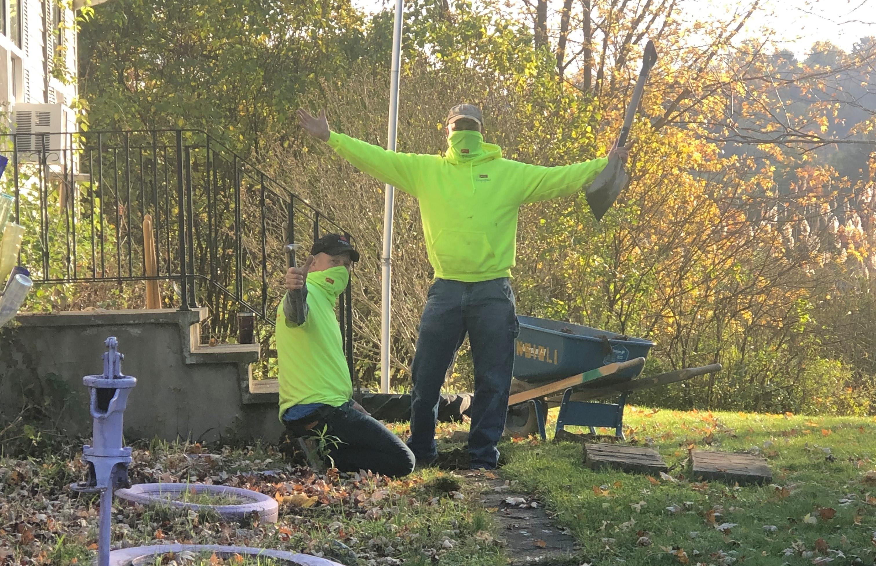 Consigli volunteers repairing the front walk