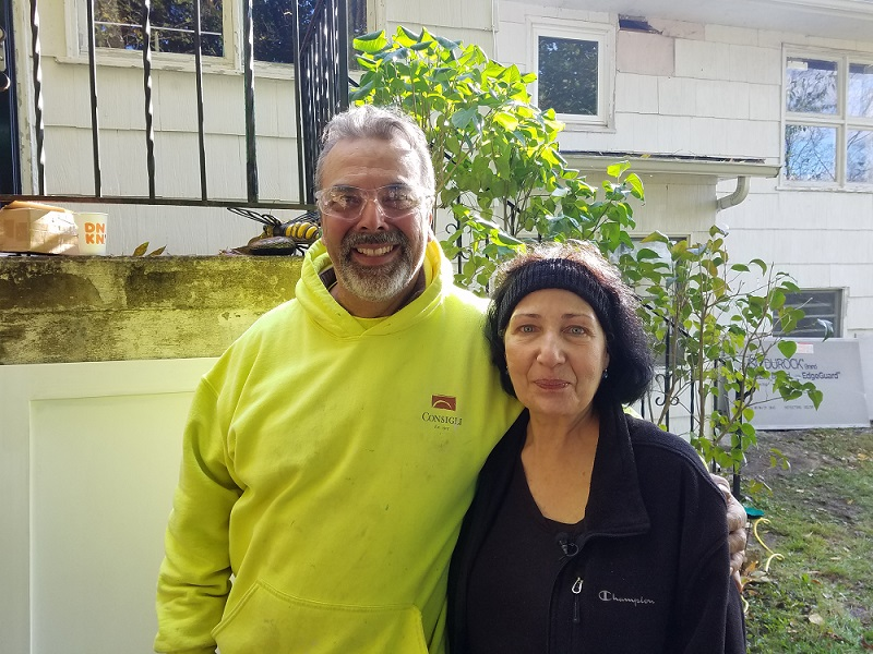 A Consigli volunteer with a homeowner
