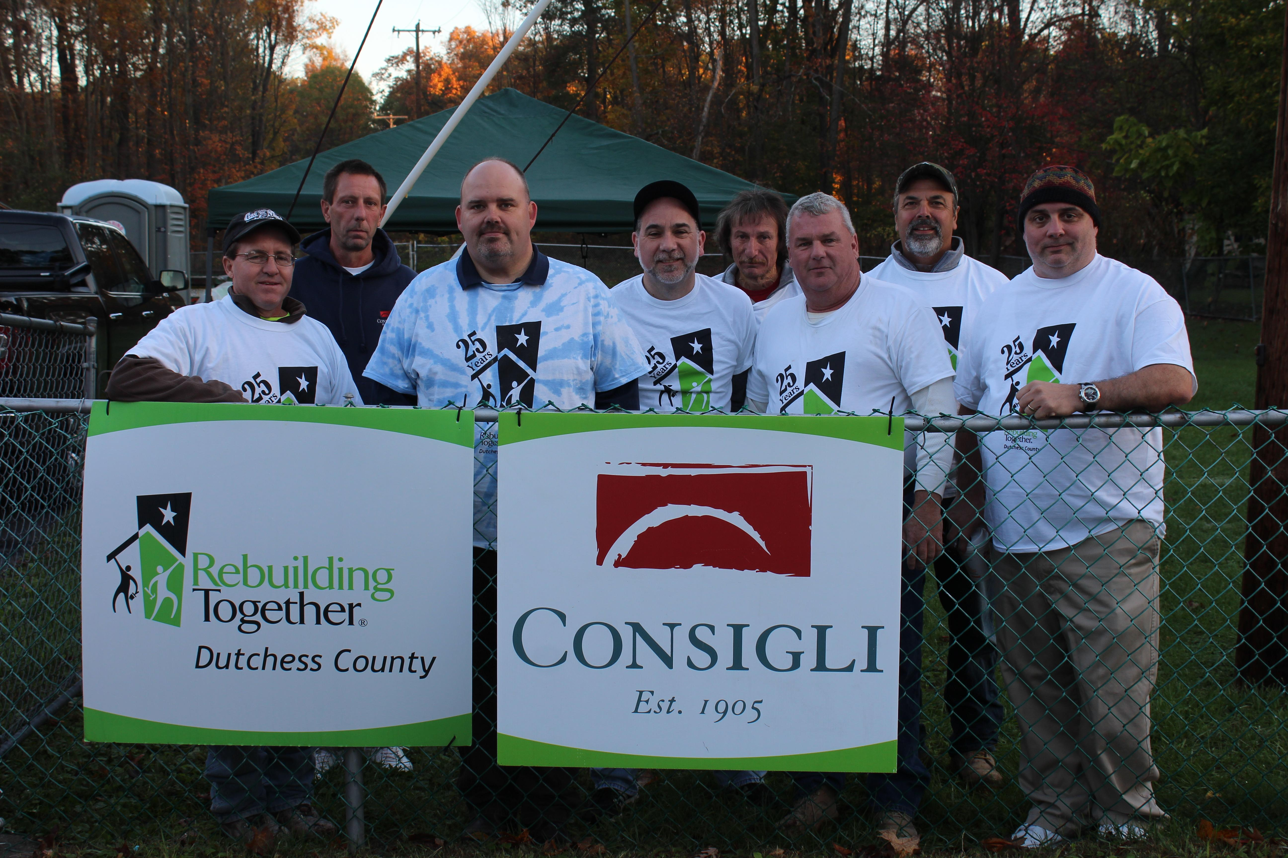 Consigli volunteers at a project in 2017