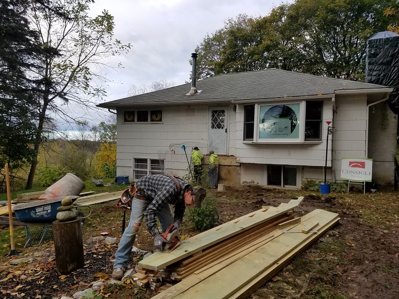 Consigli volunteers working on a 2019 project